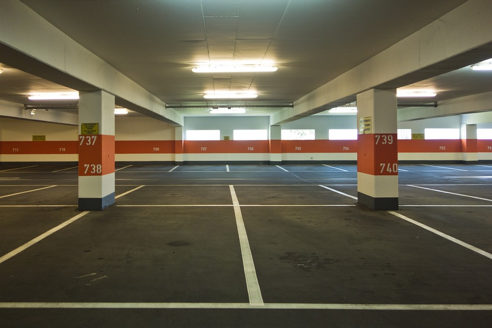FPV Flying Spot Multi-Storey Carpark White Line Grey Floor White Roof FLuorescent Lighting