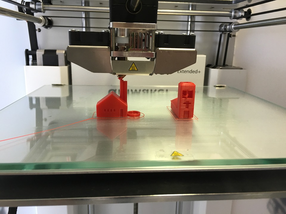 3D Printing for FPV Makerbot 3D Printer Making Red Barn on Glass Bed Dual Extruder